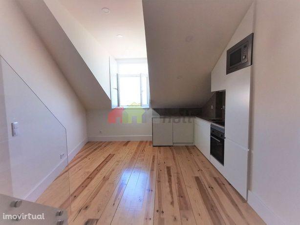 Apartamento T1+1 com mezzanine e vista rio Amora