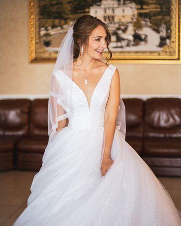 Щаслива весільна сукня)