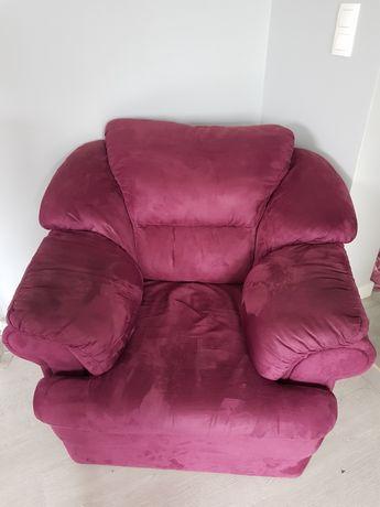Fotel Solidny Wygodny Kolor Fuksja z Schowkiem