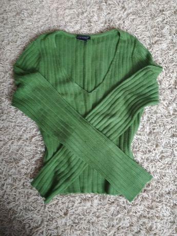 sweterek w serek M
