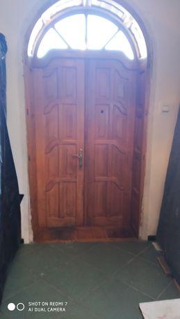 Двері вхідні дубові з аркою