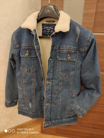 Стильная джинсовая куртка Reserved