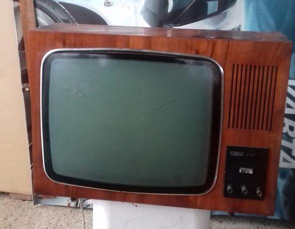 Telewizor lampowy Lazuryt 106 . Zabytek
