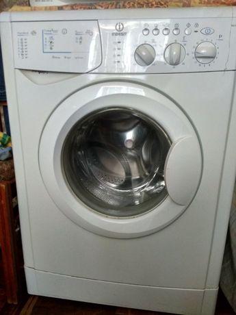 Продам стиральну машинку Indesit