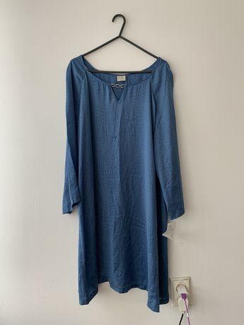Niebieska tunika z łańcuszkiem