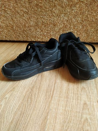 Кроссовки черные  32 размер