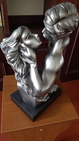 Статуэтка мужчина и женщина.
