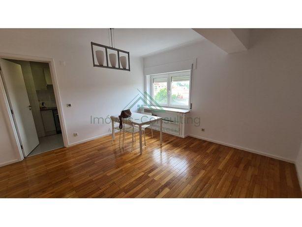 Apartamento T2| Remodelado| Semi Equipado | Xabregas