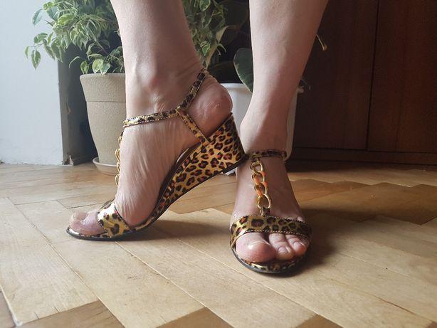 Кожаные леопардовые босоножки Размер 40