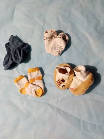 Носочки, пинетки на девочку 0-5 месяцев