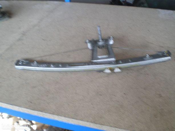 Elevador manual BMW BMW E46 SW 7011205 BMW / E46 SW / 2000 / 5P / TE /