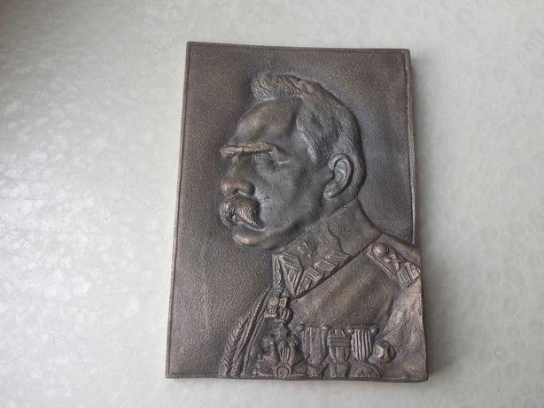 Józef Piłsudski z brazu.