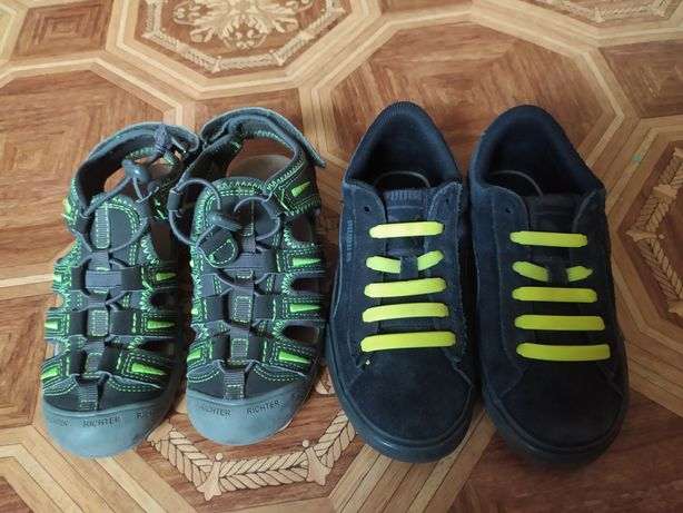 Босоніжки, кросівки
