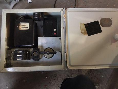 Продам трёхфазный счётчик с индивидуальным металическим считком