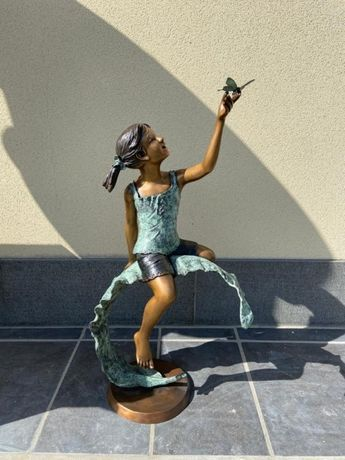 Estátua de bronze - Menina com uma borboleta - ÚNICA