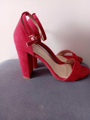 Sandaly czerwone