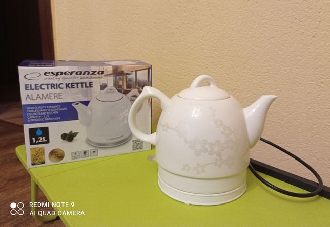 Czajnik Esperanza, ceramiczny, elektryczny, mały i uroczy.