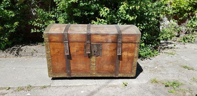 XIX wieczny zabytkowy kufer