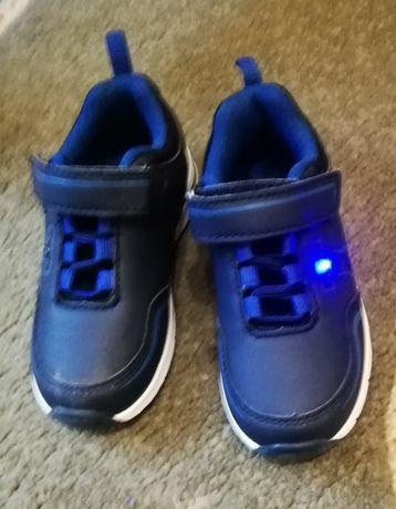 Świecące buty chłopięce r. 25