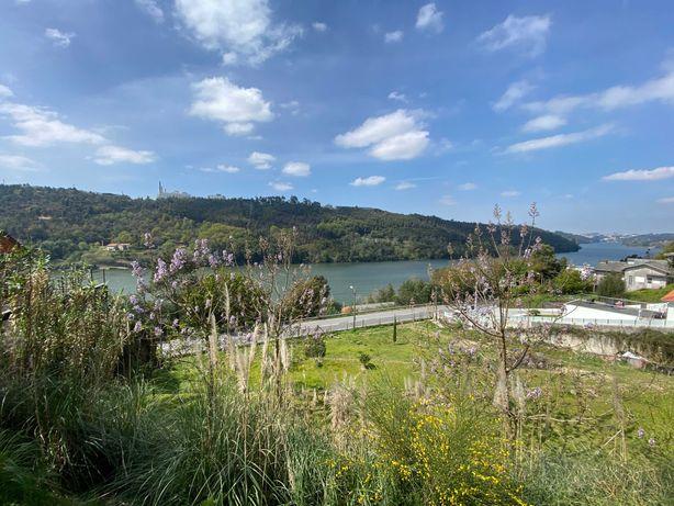 Lote com vistas inalteráveis para o Douro (1.ª linha de rio)