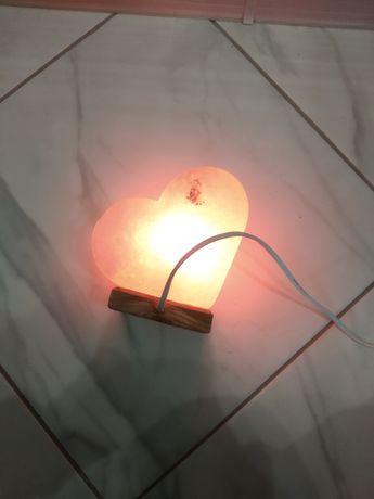 Лампа соляна лікувальна.