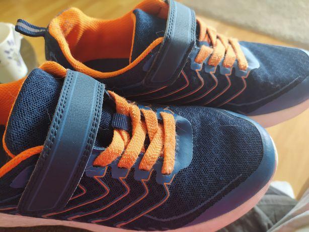 Buty przejściowe i adidasy