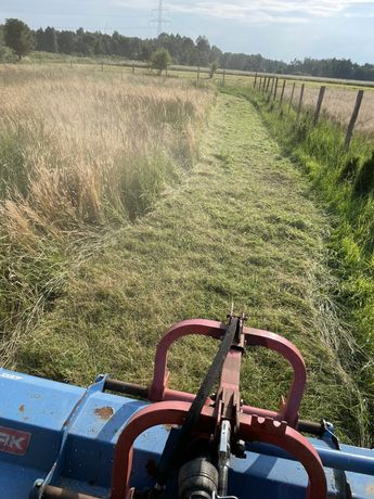 Koszenie karczowanie kosiarką bijakową nieużytków rolnych łąk zarośli
