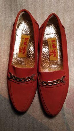 Продаю новые туфельки на девочку размер 33