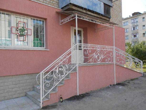 перила и козырьки кованые, решетки на окна, балконные ограждения