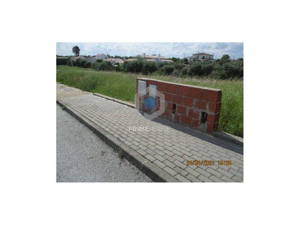 Terreno para Construção de Moradia Familiar T4, inserido ...