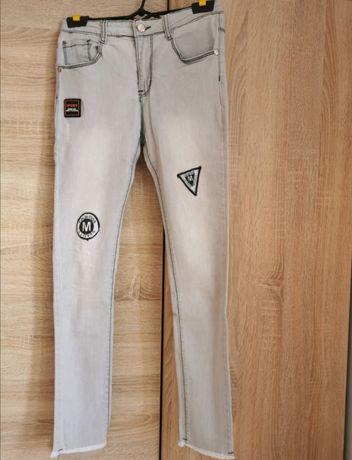 Spodnie jeansowe z naszywkami