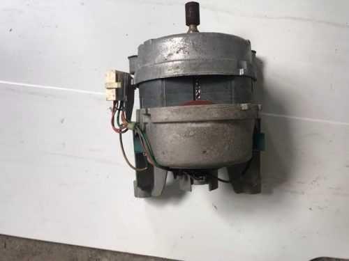 Двигатель мотор рабочий на стиральную машину Ariston AVD 107