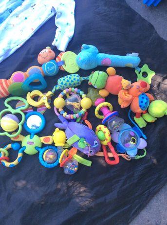 Игрушки погремушки , пищалки, чесалки  для новорожденных