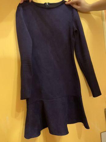 Синее платье под замшу с длинным рукавом и воланом