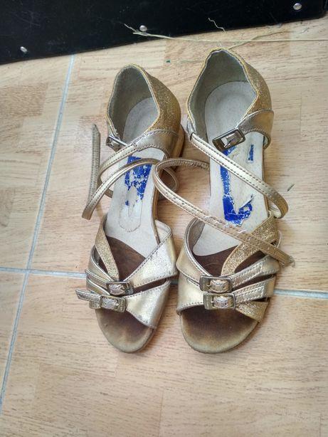 Туфельки для бальних танців