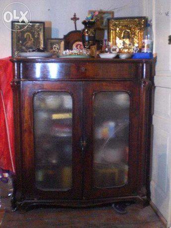 Антикварный шкаф для книг