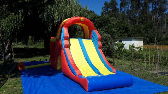 Aluguer Insuflável e trampolim para festas