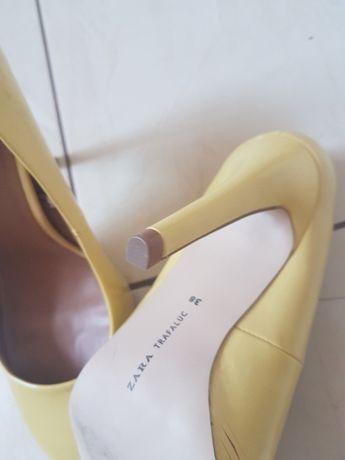 buty na obcasie firmy Zara
