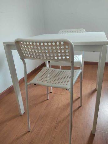 Mesa branca + cadeiras - ótimo estado