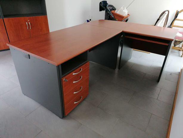 """Mobiliário de Escritório (1 Secretária em """"L"""" + 2 Estantes)"""
