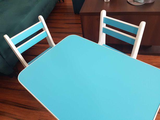 Stolik dla dziecka z krzesełkami