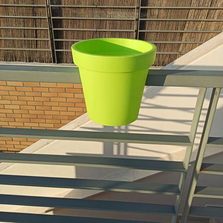 Vaso de plástico para varanda