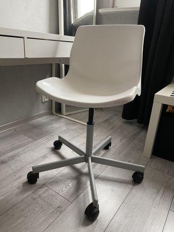 Krzesło obrotowe na kółkach ikea