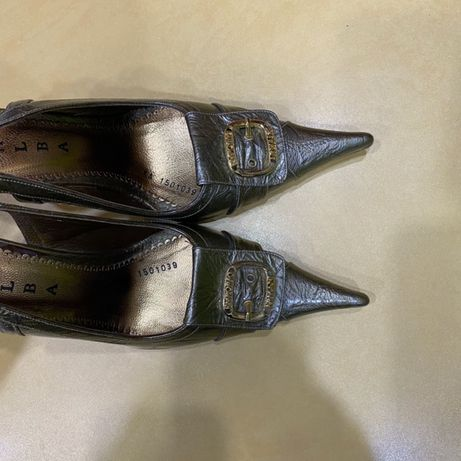 Безкоштовно нове шкіряне жіноче взуття
