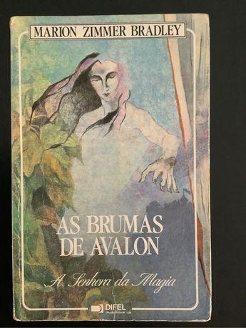 "Livro ""As Brumas de Avalon"" - Marion Zimmer Bradley"