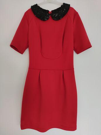Czerwona sukienka ołówkowa z odpinanym kołnierzykiem r. 38