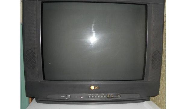 Oтличный тeлевизop LG ,диаг.55см.