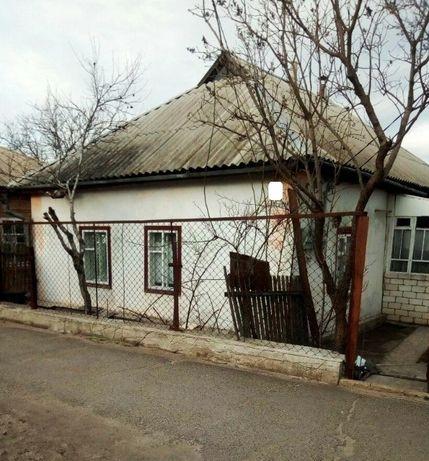 Продам крепкий дом на участке 7 соток в 100 м. от Центрального рынка