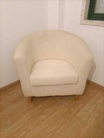 Cadeira Senhorinha em tecido em bom estado
