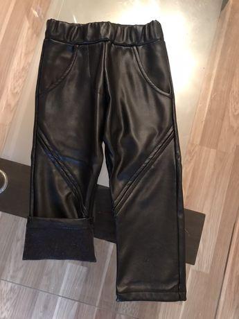 Продам кожанные штаны на 2-3годика ,внутри флис